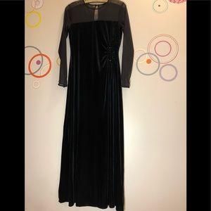 Spectacular Fomal Talbots Black Velvet Long Dress